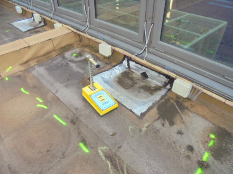 Recherche d'infiltration sur membrane de terrasse d'un collège